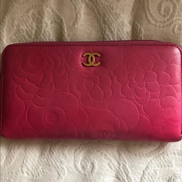 Handbags - Chanel pink wallet
